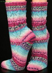 New version with symmetric pattern and a small addition for the toes. No changes in the pattern itself. Thank you for your suggestions and comments. Happy knitting!