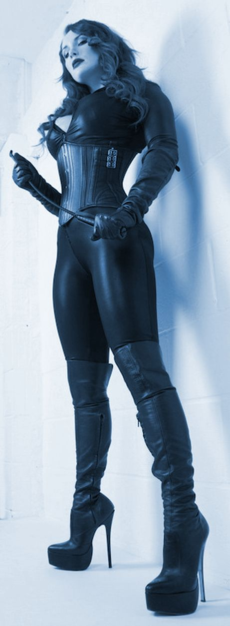 Love the matt of the catsuit and the contrast with the leather on corset and boots.