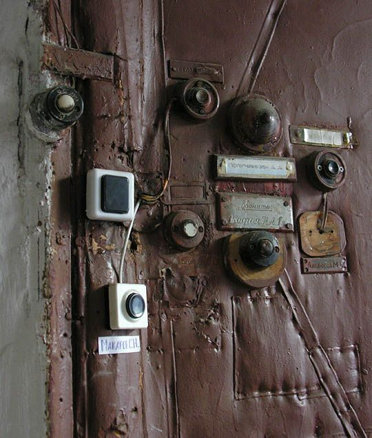 The door bells. Communal Living in Russia: A Virtual Museum of Soviet Everyday Life http://kommunalka.colgate.edu/index.cfm, Kommunalki