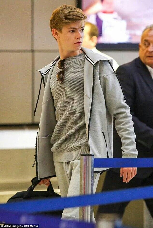 How can someone look so hot in sweatpants, i just can't even contain myself