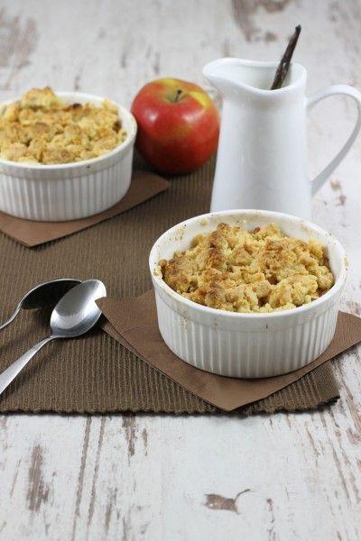 Äpfel klein schneiden, mit Zimtzucker bestreuen, aus Butter, Zucker und Mehl Streusel herstellen, auf den Äpfeln großzügig verteilen, bei 180° ca. 10 min backen