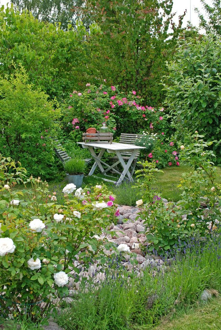 Un Coin Romantique Dans Votre Jardin Jardins Champetres Jardin Anglais Idees Jardin