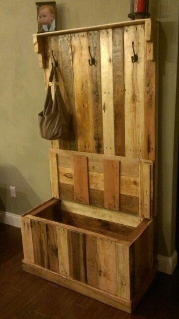 Handmade Reclaimed Pallet Wood Hall Tree/Trunk 300$