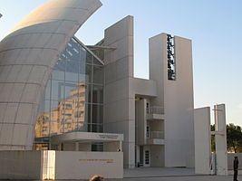 Церковь Милосердного Бога Отца или Юбилейная церковь — титулярная церковь и общественный центр в Риме. Время постройки: 1996—2003 гг. Архитектор — Ричард Мейер