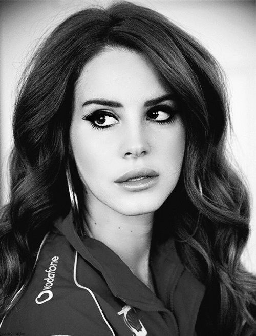 Lana Del Rey - she's perfected the perfectly bored/disengaged look!