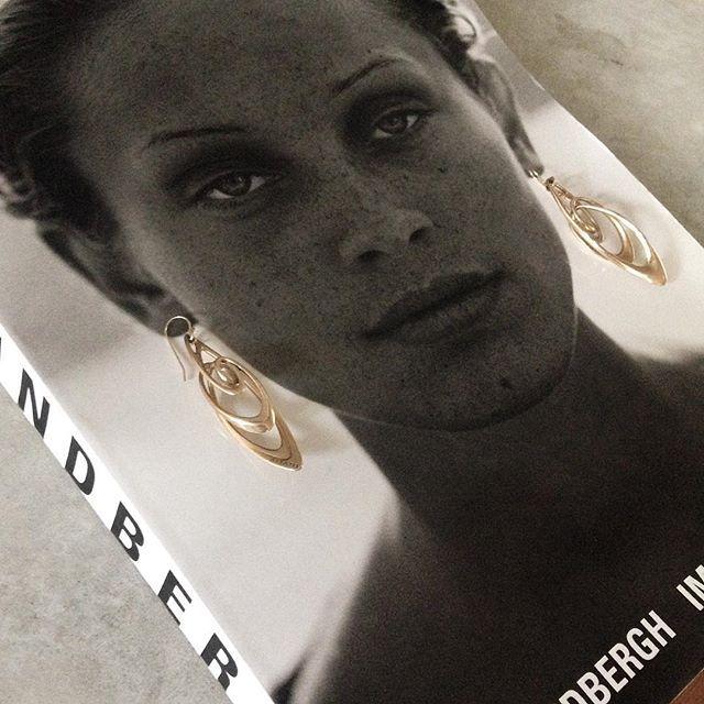 On my favorite book お気に入りの写真集の上で💕  #aisato#design#aisatodesign#earrings#jewelry#jewellry #3d#3dprint#3dprinted#3dprintedjewelry #collage #photography #fashion #women#gold#art#wearable#gorgeus #elegant#tokyo#3dプリント #デザイン #デジタル #ピアス #ジュエリー#ゴールド#建築#東京#写真集