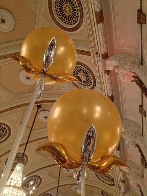 Www.buildaballoon.com Custom balloon centrepieces