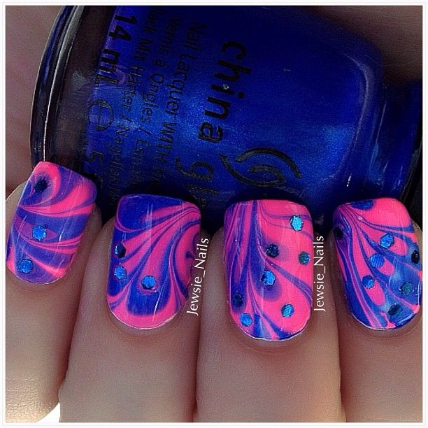 Water marbling ❤  I used Frostbite by China Glaze & Fuchsia Rage by Nina.  @jewsie_mail