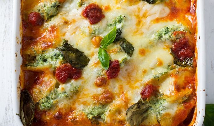 Ζυμαρικά κοχύλια γεμιστά με σπανάκι και τυριά