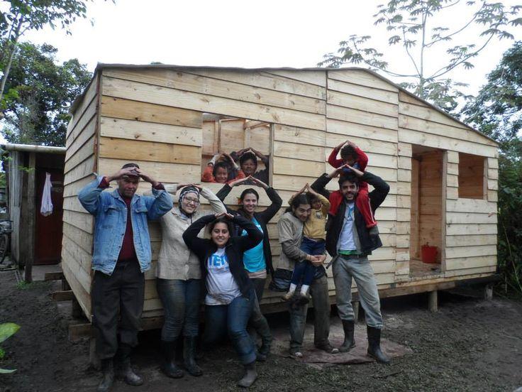 """Membros e voluntários da ONG TETO irão realizar uma força tarefa para denunciar a extrema pobreza em que vivem milhões de brasileiros. Trata-se do da GrandeColeta 2013, que acontecerá nos dias 23 e 24 de agosto, com o objetivo de convidar a sociedade a conhecer e apoiar o trabalho da entidade em assentamentos, pedindo doações...<br /><a class=""""more-link"""" href=""""https://catracalivre.com.br/sp/cidadania/indicacao/seja-um-voluntario-na-grande-coleta-2013-da-ong-teto/"""">Continue lendo »</a>"""