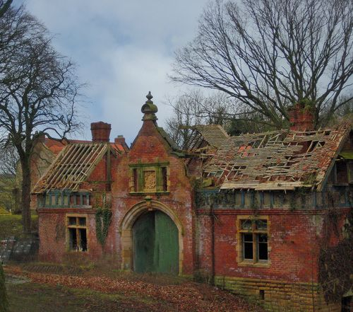 Old Ruined House near Conniscliffe Darlington - inspires 3 box design w/ central fireplace each wing