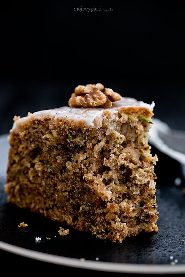 Włoskie ciasto z cukinią i cytrynowym lukrem