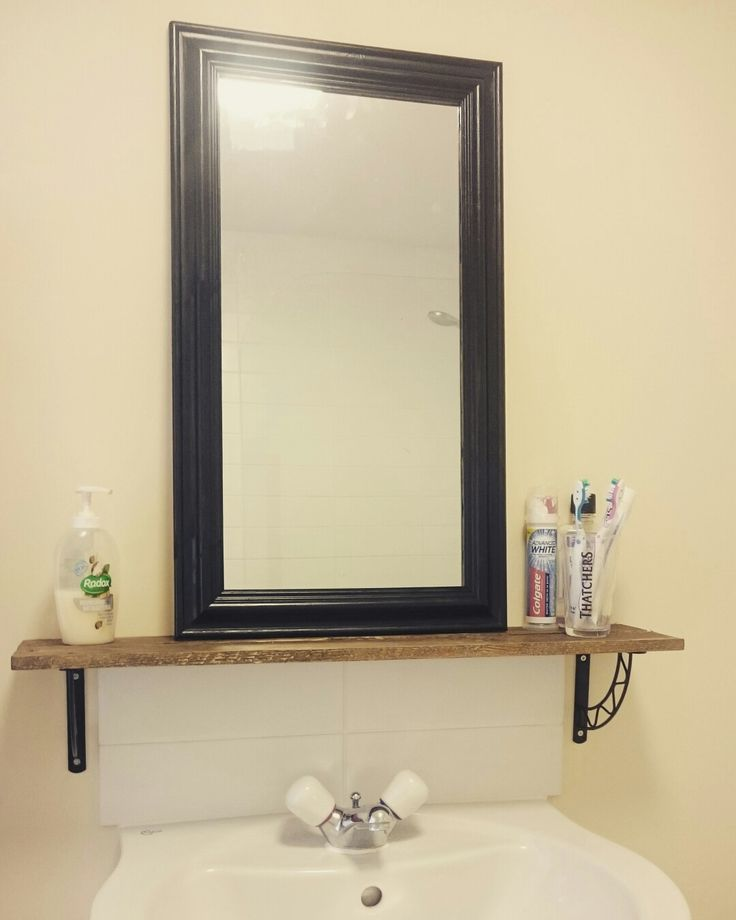 Bathroom mirror and shelf - shelf made from pallet wood. Rustic. Handmade. Upcycle. Small rooms. Apartment.