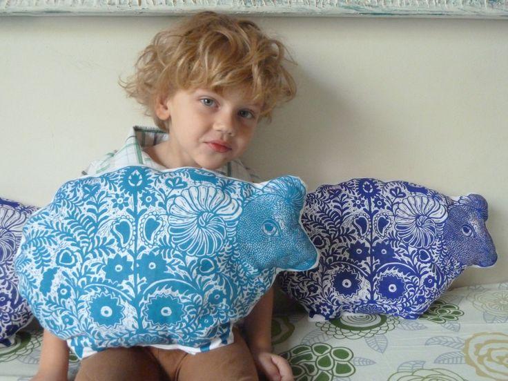 nadiiaonyshchenko#nadiyaonyshchenko#linocut#textile#handmadetextile#arttextile#art#gift#present#lovlypresent#thebestpresent#colorlinocut#homedesign#unusualtingsforhome#design#sheepl#toys#ukrainesheep#sheeppillow#mysonmatheu#nikolayhcuk