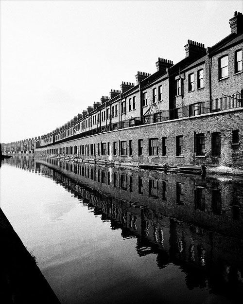 © Bill Brandt Bill Brandt Childhood (1903-1983) were in the First World War. His mother was German, his father an Englishman. Abandoning German roots, Bill Brandt life claimed that he was born and grew up in south London. Almost immediately after the war, he was diagnosed with tuberculosis, and he had to spend his youth in sanatoriums Davos in Switzerland, like the characters of the novel by Thomas Mann,