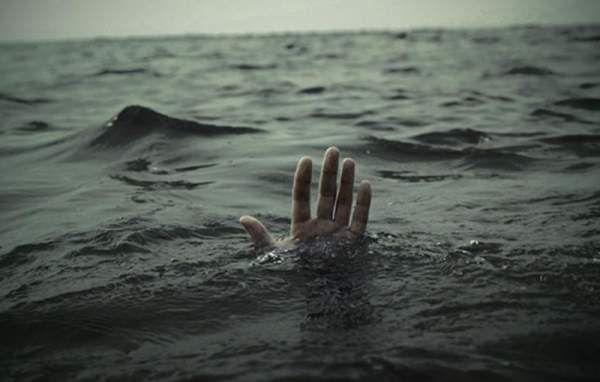Сезон открыт: в Николаеве утонул 51-летний мужчина  http://novosti-mk.org/events/5995-sezon-otkryt-v-nikolaeve-utonul-51-letniy-muzhchina.html  6 июня в 7:30 в Службу спасения 101 поступило сообщение о том, что в акватории реки Южный Буг в микрорайоне Варваровка на расстоянии около 50 метров от берега обнаружено тело мужчины, 1966 года рождения. Тело обнаружил друг погибшего.  #Николаев #Nikolaev {{AutoHashTags}}