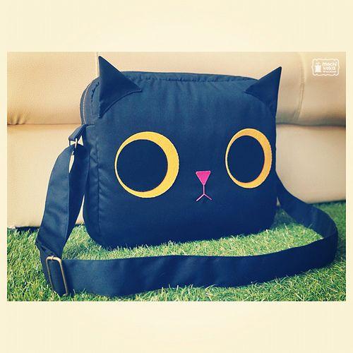 Black kitty shoulder bag