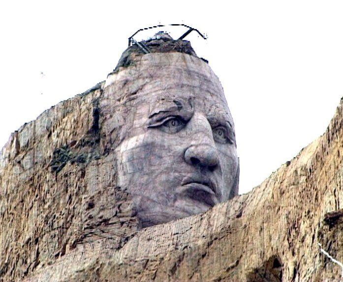 En 1948, en réponse à la profanation des Black Hills par les Blancs avec la construction du mont Rushmore, une gigantesque sculpture monumentale fut construite non loin . La sculpture du Crazy Horse Memorial  n'est toujours pas achevée.Il devrait être la plus grande sculpture du monde quand il sera fini.