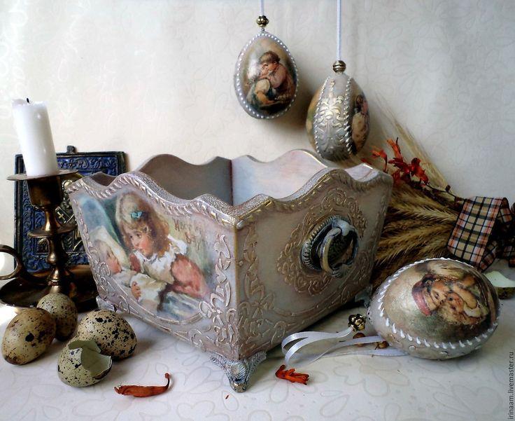 Купить или заказать ' К Светлой Пасхе! '  пасхальный подарок в интернет-магазине на Ярмарке Мастеров. Пасхальный подарок - короб для пасхальных яиц или сладостей и три пасхальных яйца по мотивам пасхальных открыток Елизаветы Меркурьевны Бём.