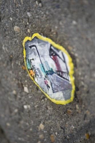 chewing gum art in london  by Ben Wilson http://restreet.altervista.org/ben-wilson-dipinge-sulle-gomme-da-masticare/