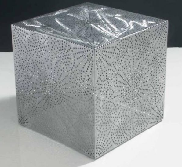 M 181 - o masă din aluminiu perforat care sigur va atrage atenția. M 181 - a perforated aluminum table that will surely make a stand.