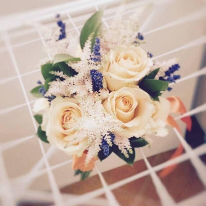 Peach roses bouquet