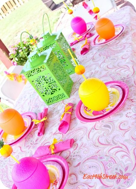 Love this beautifully arranged table for outdoor or summer party #partypail