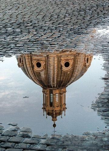 Les dessous de l'Eglise... / Rome. /  Italie. / Italy.