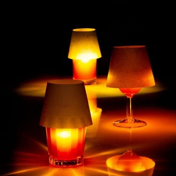 Une Lampe Flottante Rechargeable Usb En Liege Et Plastique Pour