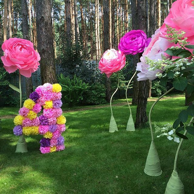 """Оформление для рождения Luxpompon c """"narnia_party""""  Наведем красоту и  на вашем празднике!!! #детскийпраздник #бумажныецветы #бумажныецыфры"""