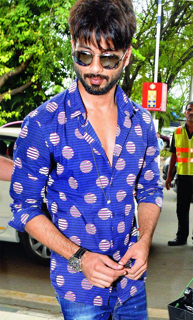 Shahid Kapoor at Mumbai airport. #Bollywood #Fashion #Style #Handsome
