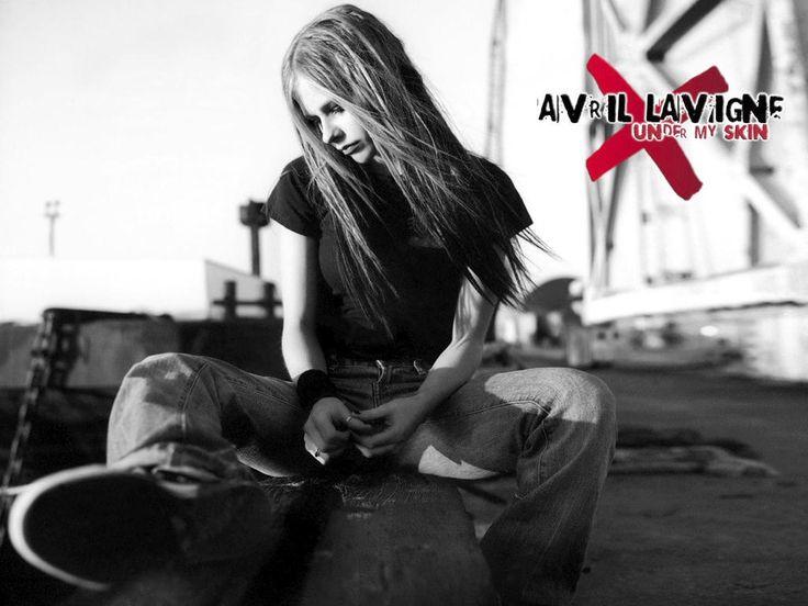 Avril Lavigne black and white tomboy desktop wallpaper