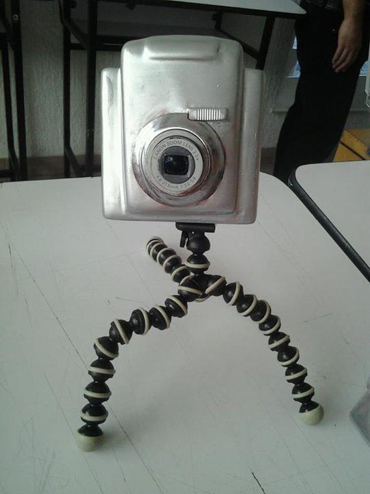 Propuesta de cámara antigua con mecanismos electrónicos