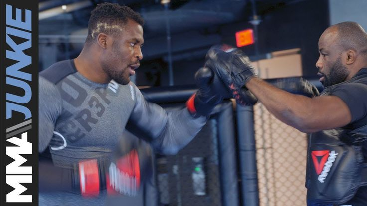 Francis Ngannou brings heavy hands to open workout ahead of UFC 218 Subscribe to get the latest MMA news and videos: https://www.youtube.com/user/MMAjunkieVideo?sub_confirmation=1 For more MMA news: http://www.mmajunkie.com Upcoming events: http://mmajunkie.com/rumors Fighter rankings:...