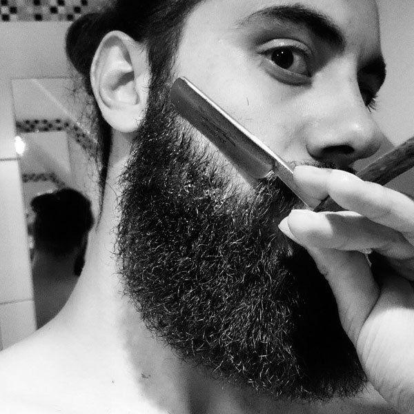 Die Nassrasur: Im Grunde die Pflicht eines jeden Mannes. Wir liefern dir ein Anleitung für die Rasur mit Rasiermesser oder Rasierhobel.