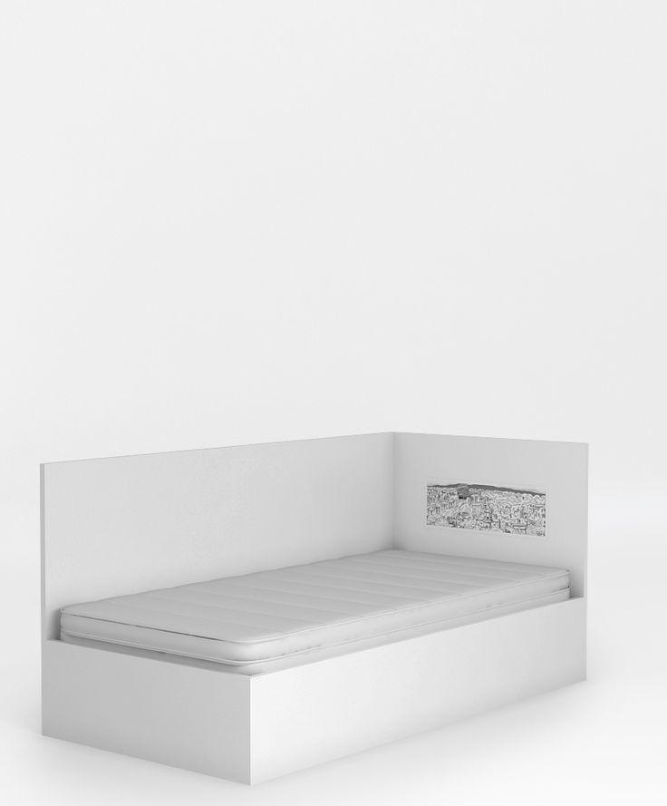 Łóżko 95 z oparciem o wymiarach: powierzchnia spania to 90 x 200 cm, podnoszony stelaż na jedną stronę i schowek na pościel, stelaż z regulowaną twardością, wysoki bok posłuży jako oparcie, boki łóżka wykonane z płyty laminowanej, szczyty z płyty MDF lub laminowanej.