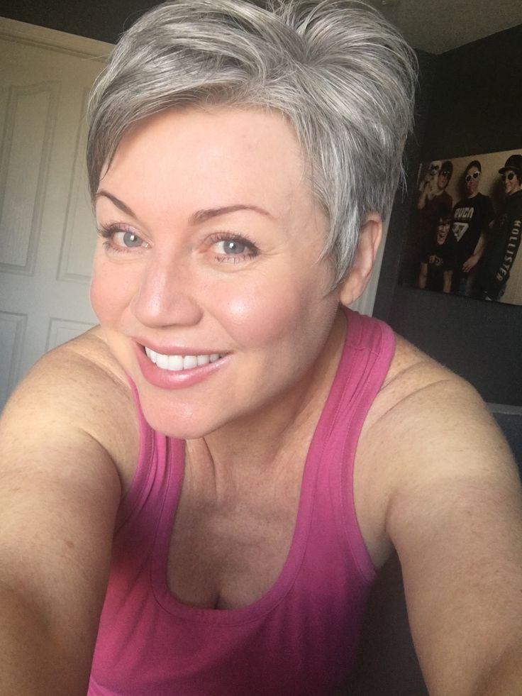 #shortgreyhair #pixie #lettingitgrow #grey #silverish #naturalcolor #thankful #sexyatanyage #silverissexy #silverhair #abbyparkermoneyhun