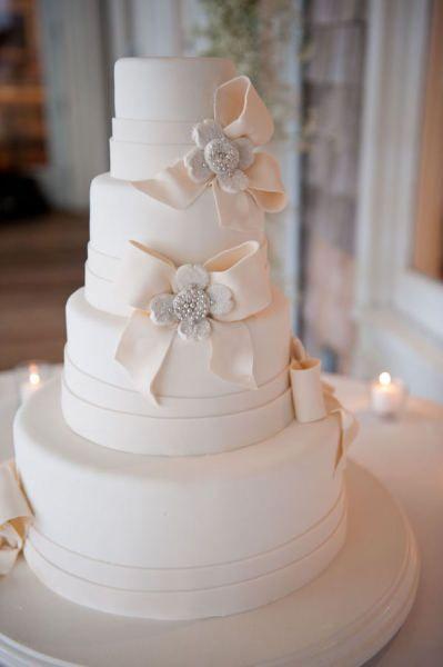 Jaw Dropping! Make it yellow bows and grey sashes. LOVE! #DBBridalStyle: Pretty Cake, Wedding Ideas, Beautiful Cake, White Weddings, Bows, Dream Wedding, White Wedding Cakes