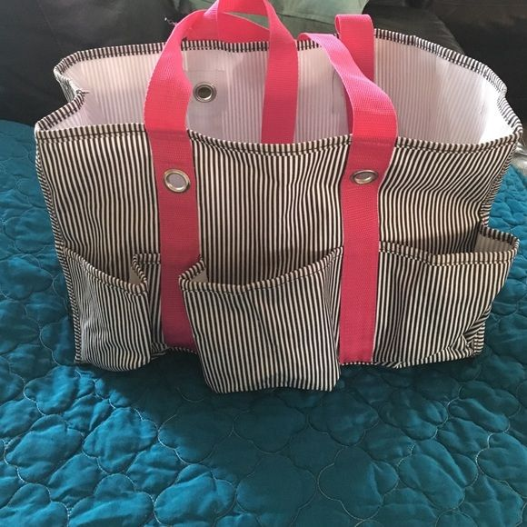 Thirty one utility tote Only used twice. Perfect size for a diaper bag or beach tote. Lots of uses  Thirty-one Bags Totes