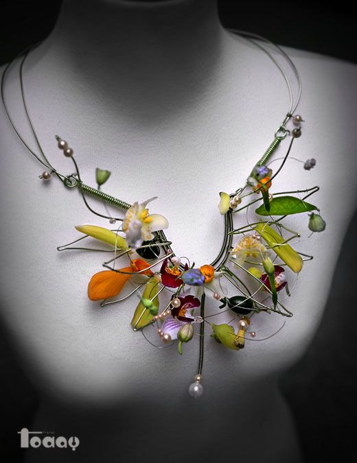 Neckpiece | An, Hee-Eun (Korea). Wire, pearls and fresh flowers
