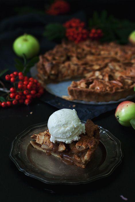 Apple pie with vanilla ice cream. The best of autumn baking.
