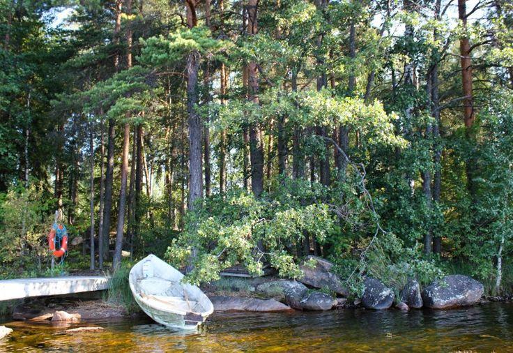 Luontopolulla kävely tai soutelu järvellä kokoksen lomassa on taatusti toimiva idea.