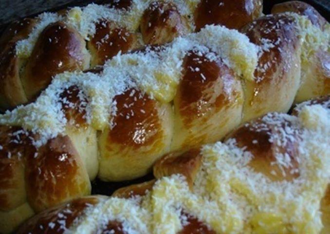Pão Doce com Cobertura de Creme de Padaria -