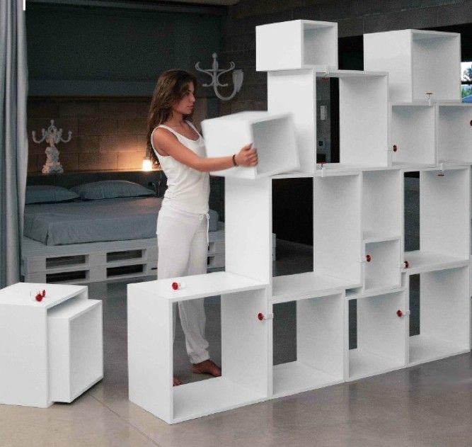 Seletti assemblage modulen design kast. Seletti logo assemblage storage lounge cubes urbindesign 10 kubussen, 10 cubes, 10 lounge cubes. Deze 10 design kubussen van Seletti met de naam assemblage hebben elk een ander formaat zijn op vele manieren te stapelen en te combineren. Te gebruiken als wallunit, roomdivider, boekenkast, wandkast of servieskast. Te gebruiken als een nest van design tafels binnen uw interieur.