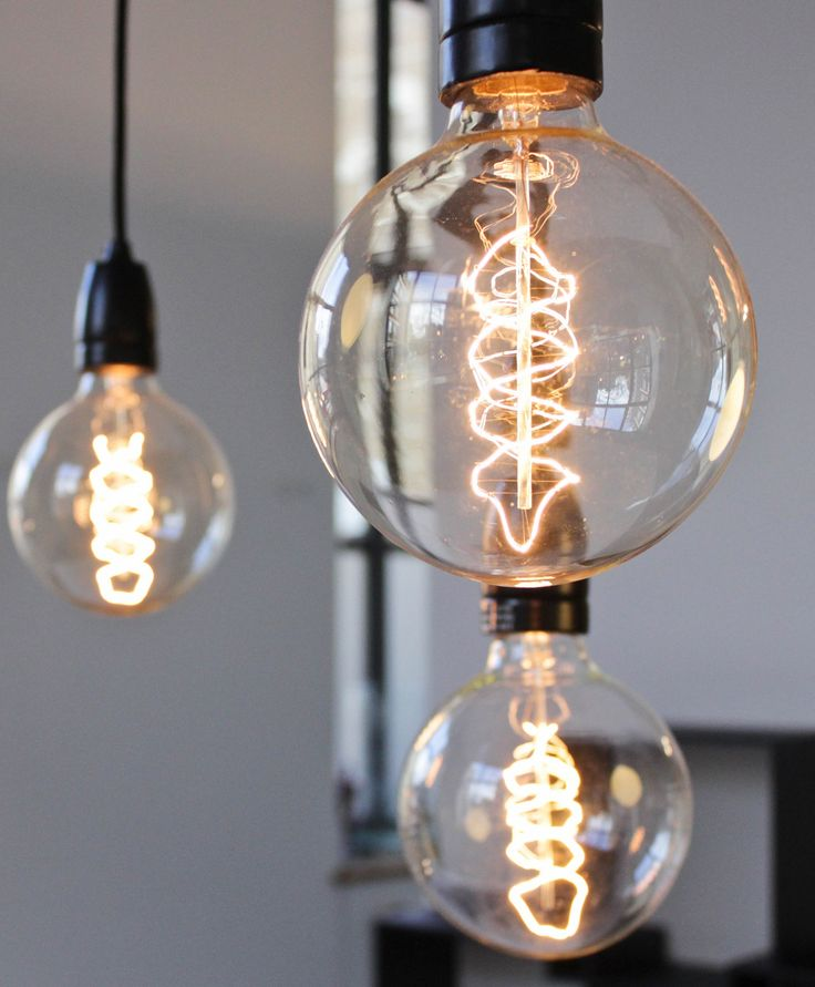 Love these vintage lightbulbs. LOVE them!