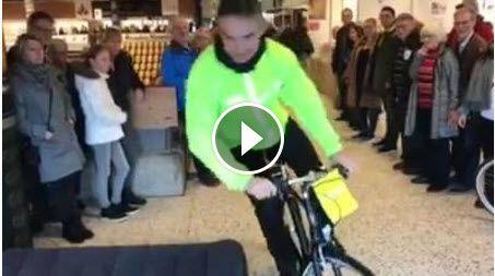 Jeg havde fornøjelsen som fmd. for Cyklistforbundet i Randers at være test person på virkningen af en Hövding airbag cykelhjelm. Det foregik på Randers Messen 2017