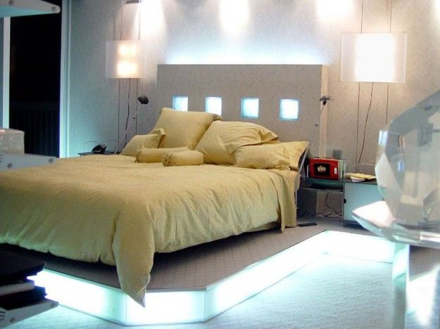 Camera con luci sulla testiera - Letto con testata illuminata come idea per arredare la camera da letto.