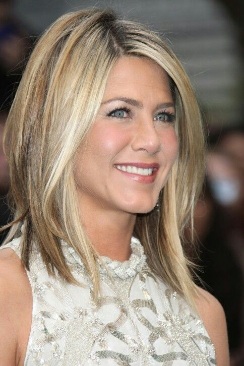 Jennifer Aniston infamous fir her FABULOUS hairstyle!