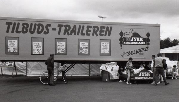 Trailersalg på Samsø. I de gode gamle dage er der direkte salg fra trailere og lastbiler.