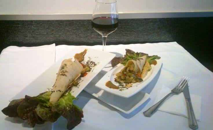 Candilejas en Yecla, Murcia. Capacica de Pasta Bric con verduras aromatizadas, pollo y salsa asiatica